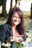 Schöne lächelnde glückliche Frau Stockfotografie