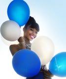 Schöne lächelnde glückliche junge Frau lizenzfreies stockbild