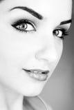 Schöne lächelnde junge Frau Stockfotografie