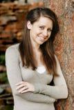 Schöne, lächelnde junge Frau Lizenzfreie Stockfotos