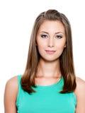 Schöne lächelnde junge Frau Lizenzfreies Stockfoto