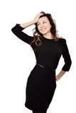 Schöne lächelnde junge Frau im schwarzen Kleid Stockfotos
