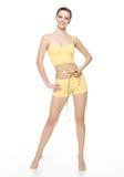 Schöne lächelnde messende Taille der sportlichen Frau Stockfotografie