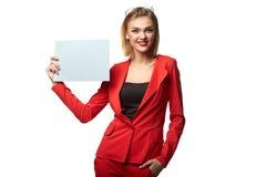 Schöne lächelnde tragende Schauspiele der Geschäftsfrau und im r stockfotografie