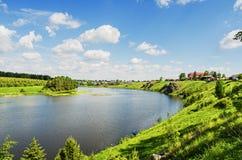 Schöne ländliche Sommerlandschaft Lizenzfreie Stockfotografie