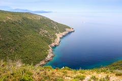 Schöne Landschaft, Ansicht der grünen Klippen und das adriatische Meer Lizenzfreie Stockfotografie