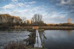 Schöne Landschaft auf eisigem Wintermorgen von Aalreusen über f Lizenzfreies Stockfoto