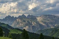 Schöne Landschaft der großen Bergspitzen dolomites Italien lizenzfreies stockfoto