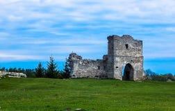 schöne Landschaft der Ruinen des alten Schlosses Lizenzfreie Stockbilder