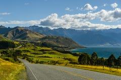 Schöne Landschaft der Straße auf der Westküste von Neuseeland Lizenzfreies Stockfoto