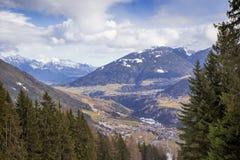 Schöne Landschaft eines Tales in den Alpen Lizenzfreie Stockfotos