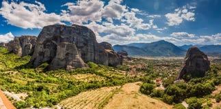 Schöne Landschaft am Rand der Klippen des Tales Lizenzfreie Stockfotos