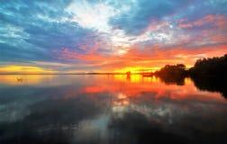 Schöne Landschaft: Sonnenaufgang stockbild