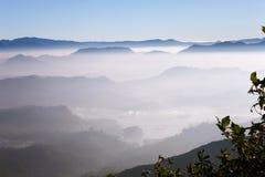 Schöne Landschaft Sonnenaufgang auf der ` s Berg-Sri Pada Adam Spitze Sri Lanka Lizenzfreies Stockfoto