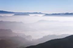 Schöne Landschaft Sonnenaufgang auf der ` s Berg-Sri Pada Adam Spitze Sri Lanka Lizenzfreie Stockbilder
