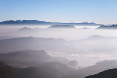 Schöne Landschaft Sonnenaufgang auf der ` s Berg-Sri Pada Adam Spitze Sri Lanka Stockbilder