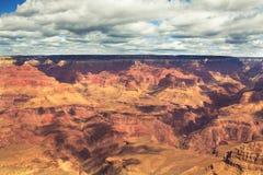 Schöne Landschaft von Grand Canyon mit Wolken in Arizona Lizenzfreie Stockbilder