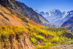 Schöne Landschaft von Shispare-Spitze in der Herbstsaison lizenzfreie stockbilder