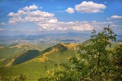 Schöne Landschaften der Berge eingelassen dem Apennines, Italien stockbild