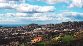 Schöne Landschaftsansicht von Funchal, Madeira, von der Spitze des Berges stockfotografie