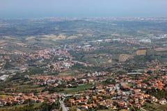 Schöne Landschaftsansicht von Umgebungen von San Marino lizenzfreies stockbild