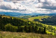 Schöne Landschaftslandschaft in den Bergen Stockfotografie