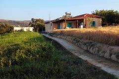Schöne Landschaftslandschaft mit altem Haus, Kreta, Griechenland Lizenzfreies Stockfoto