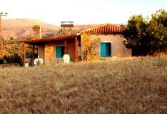 Schöne Landschaftslandschaft mit altem Haus, Kreta, Griechenland Lizenzfreie Stockfotos