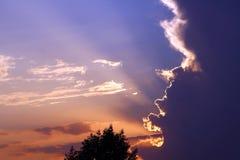 Schöne Lichter im Sonnenuntergangshimmel stockbilder