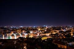 Schöne Luftnachtansicht des Lissabons stockfoto