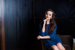 Schöne luxuriöse Frau lizenzfreie stockbilder
