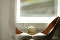 Schöne Luxuseheringe und Brautfersen Lizenzfreies Stockfoto