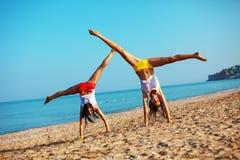Sport am Strand stockbilder