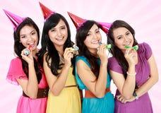 Schöne Mädchen feiern Geburtstag stockfotografie
