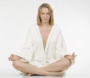 Schöne meditierende Frau Lizenzfreie Stockbilder