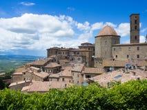 Schöne mittelalterliche Stadt Volterra in Toskana, Italien Lizenzfreie Stockfotos