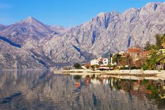 Schöne Mittelmeerlandschaft an einem sonnigen Wintertag montenegro Lizenzfreies Stockfoto