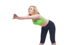 Schöne mittlere Greisin, die Sportübung tut Stockfoto