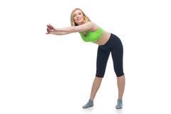 Schöne mittlere Greisin, die Sportübung tut Lizenzfreies Stockfoto