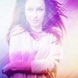 Schöne Modefrau. Farbgesichts-Pop-Arten-Foto tonte Rosa. Stockbilder