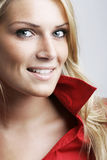 Schöne moderne blonde Frau Stockfotografie