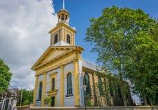 Schöne moderne Kirchenarchitektur, die Seitenansicht aufbaut stockbild