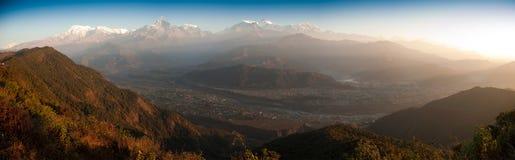 Schöne Morgenpanoramaansicht vom Himalaja Stockbilder
