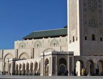 Schöne Moschee Hassan II ein Architekturmeisterwerk, das Sonnenlicht gegenüberstellt stockfoto