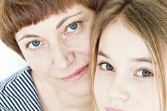 Schöne Mutter und Tochter Lizenzfreies Stockfoto
