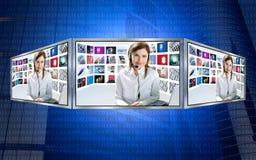 Schöne Nachrichtenfernsehredheadfrau auf Bildschirmanzeige 3d lizenzfreie abbildung