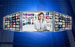 Schöne Nachrichtenfernsehredheadfrau auf Bildschirmanzeige 3d Lizenzfreies Stockfoto