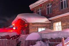 Schöne Nacht im chinesischen Schnee-Dorf Lizenzfreie Stockfotografie