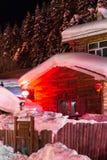 Schöne Nacht im chinesischen Schnee-Dorf Stockbilder