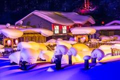 Schöne Nacht im chinesischen Schnee-Dorf Stockfoto